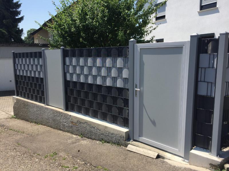 Materialieferung-einer-individuellen-Sichtschutz-Zaunanlage-mit-Zaunposten4